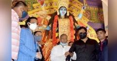 কলকাতায় গিয়ে পূজা উদ্বোধন, ক্ষমা চাইলেন সাকিব