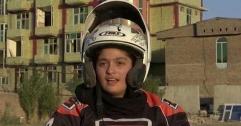 আফগানিস্তানের রক্ষণশীল সমাজে দুঃসাহসী কিশোরী মোটরসাইক্লিস্ট